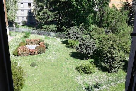 AMPIA CAMERA METRO GIALLA BRENTA - Milano - Apartment