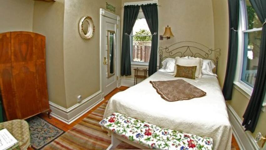 Ophelia Suite, Winters Historic District