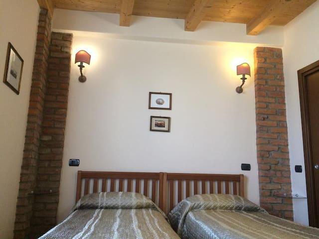 Matrimoniale o doppia-Comfort-Bagno in camera con doccia-Vista giardino-Gelsomino