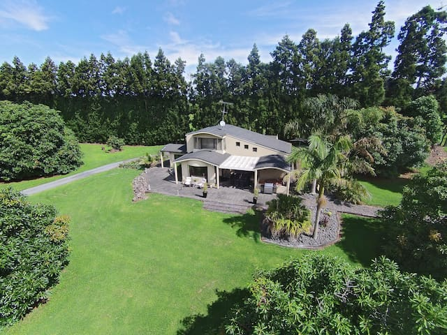 Avocado Orchard Home Close to Town - Whangarei - Huis