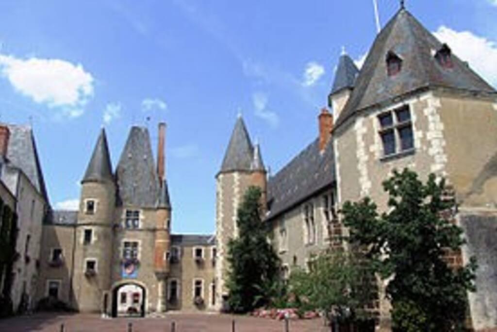 Maison des Stuarts et Hôtel de Ville d'Aubigny-sur-Nère