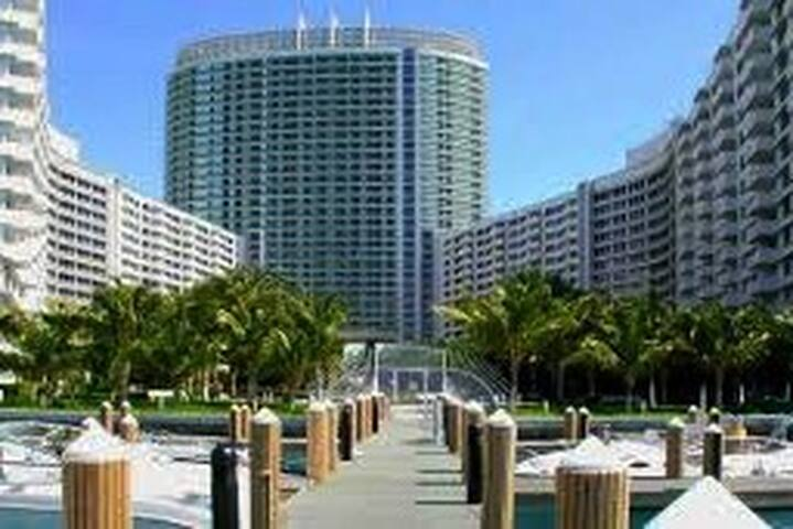 Beautiful waterfront condo in the Heart of SoBe - Miami Beach - Lägenhet