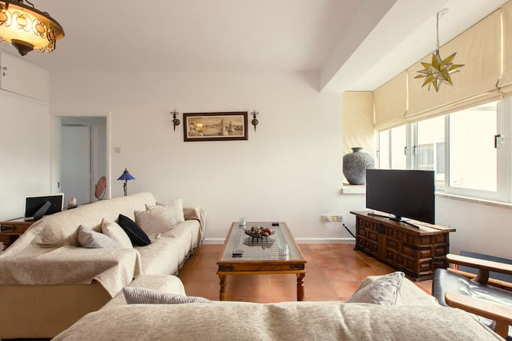 Larnaca City Apartment 50m from the Beach..