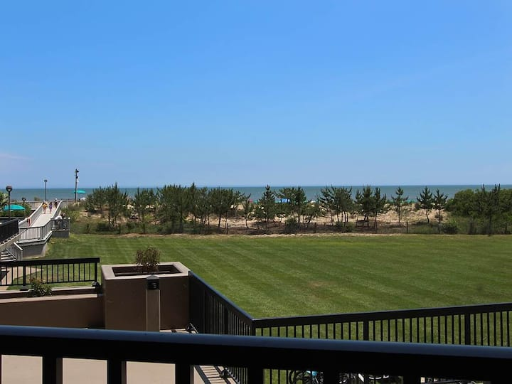 Sea Colony Ocean 1st floor condo w/ pool, tennis court, and elevator