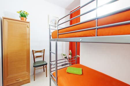 Sleeper place in shared room, 15' beach! - 巴賽隆納