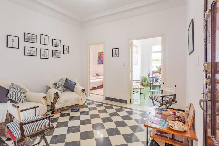 LOS CUCOS, apartamento cómodo en el Vedado!