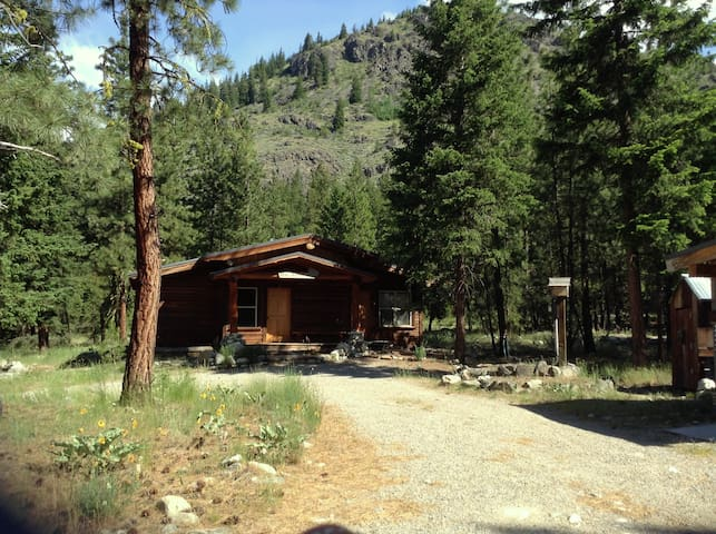 Mazama Trails Cabin - Winthrop - Huis