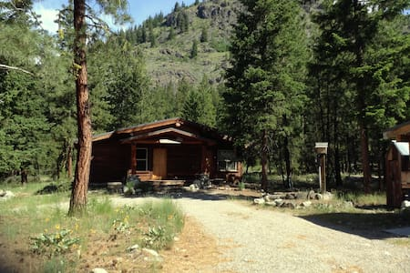 Mazama Trails Cabin - House