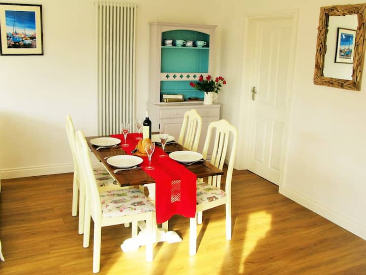 Sunny Corner - Coastal apartment near the beach
