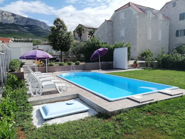 Dalmatian 140 years old stone house/Private pool
