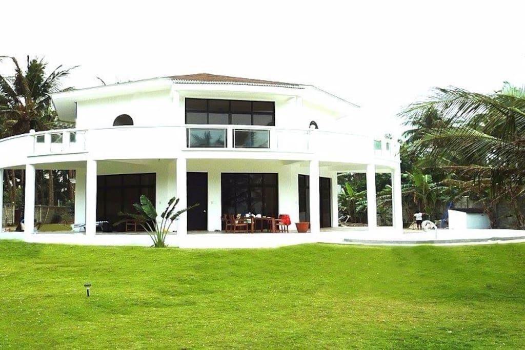 Exclusive, luxurious Villa   高級で豪華な別荘