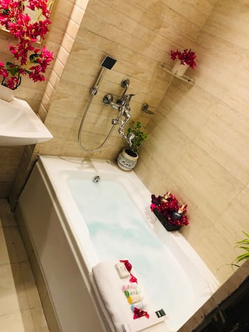 Bougainvillea 2BHK Suite -Bathtub & Free Breakfast
