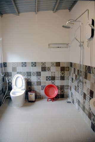 The second large bathroom on the 2nd floor with full of equipments. Towels, 2 in 1 hair and body shampoo and toilet papers will be provided