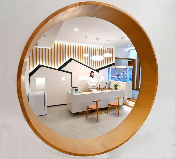 【弦歌】(5星级民宿)·设计师民宿·张家界天门山必住民宿NO1·露台酒吧·含接送机·供暖系统完善