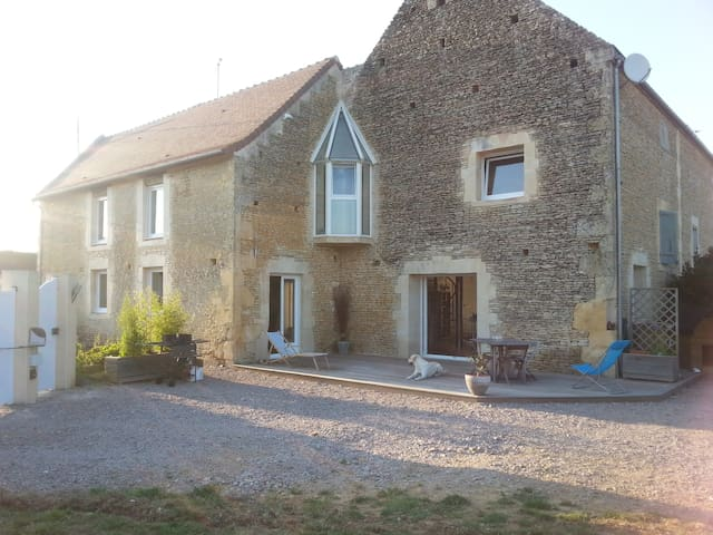 Grande maison en pierre rénovée - Vieux-Fumé