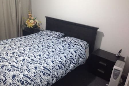 Newly renovated house near Airport - Auckland
