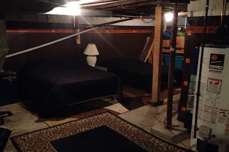 Cheap basement sleeping space with brand new comfortable beds! The rest of the house is beautiful and relaxing and 30 mins from the falls!!