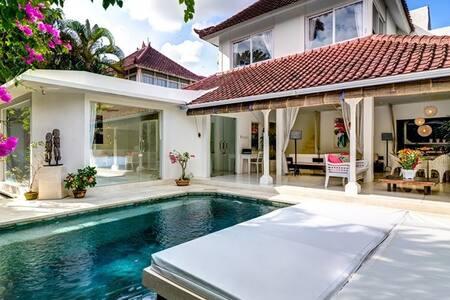 Esha Villa Drupadi II Seminyak-Elegant Chic Style - Kuta
