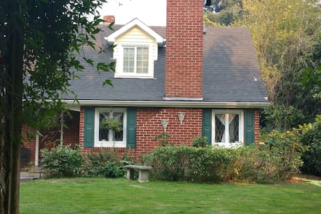 1938 ENTIRE upstairs 2bd/1bth SUITE - Eugene