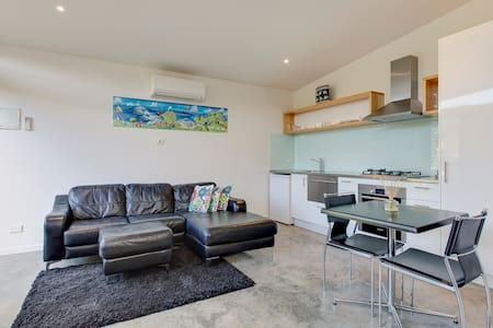Beachwood Modern Studio walk to Beach & Grand Prix - Smiths Beach - Apartmen