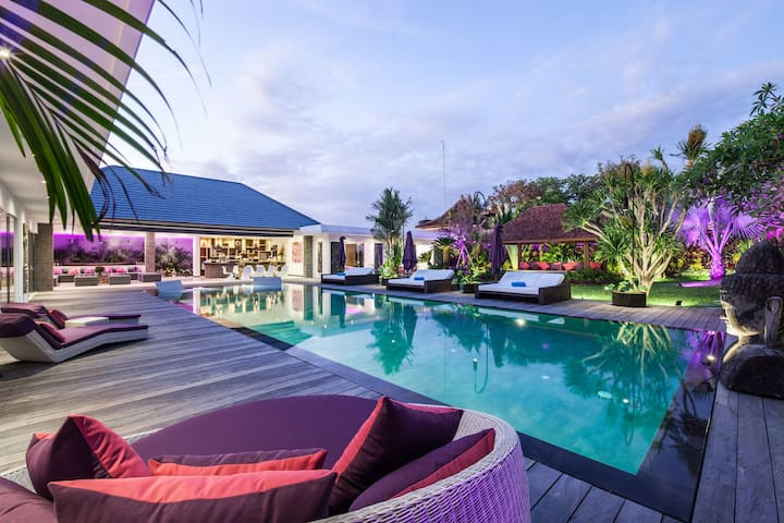 Luxueuse villa 6+1 BR sur un terrain de 1600M2