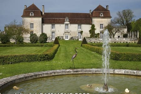 Beautiful castle in the Dordogne - Neuvic - Bed & Breakfast