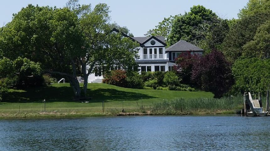 Stately Waterfront Home Westhampton - Westhampton Beach - Dům