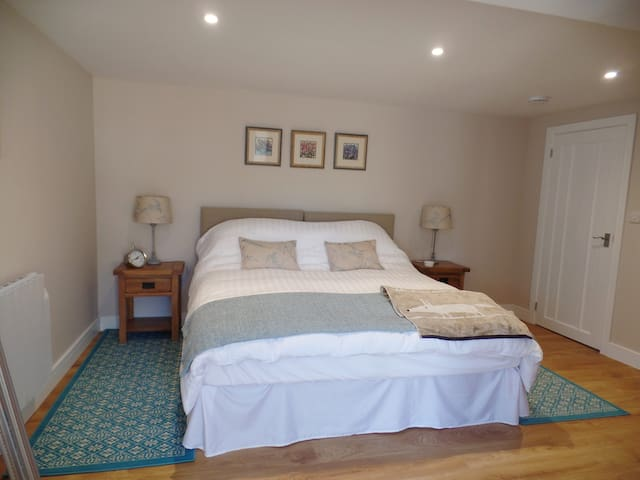 Super Kingsize bed, can be converted into two single beds