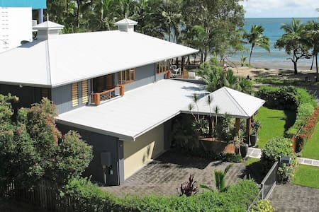 Reeflections Beachfront House - Clifton Beach