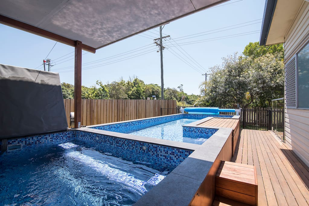 Byron house close to everything pet friendly houses for Pool show on foxtel