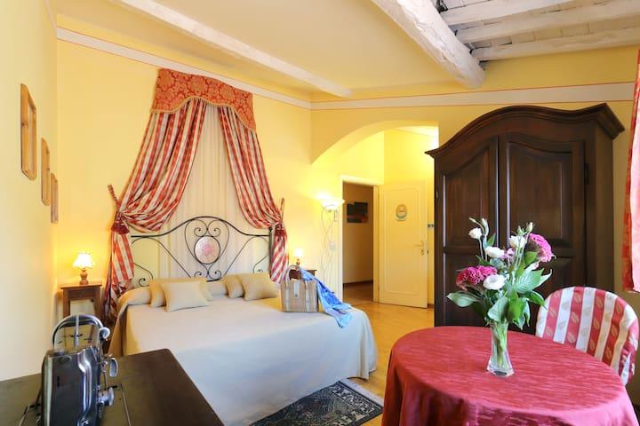 TUSCAN ROMANCE - MONTECARLO Lucca - Montecarlo