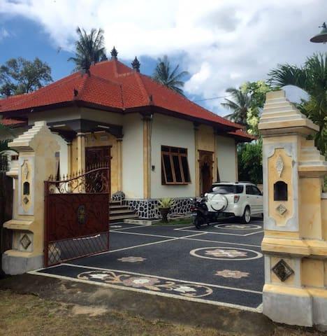 North traditionelles village modern h user zur miete for Traditionelles haus bali