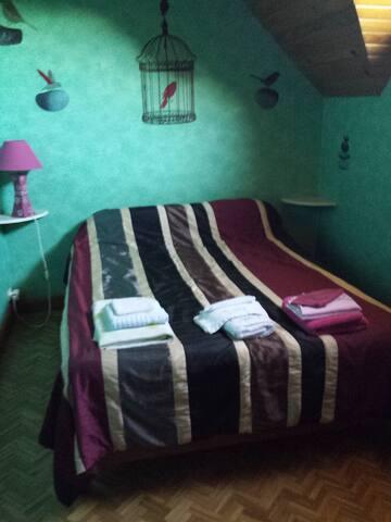 un lit de 140cm