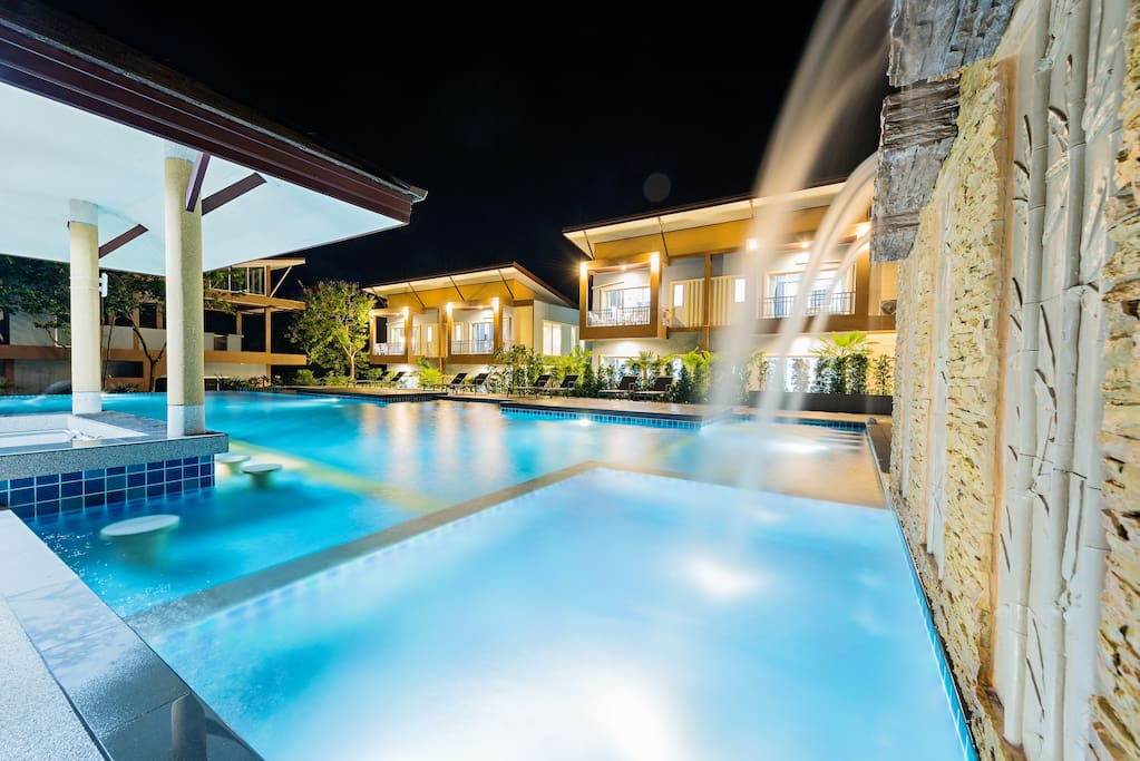 Swimming Pool with Spa Bath, Swim up bar & Outdoor Shower Facilities.