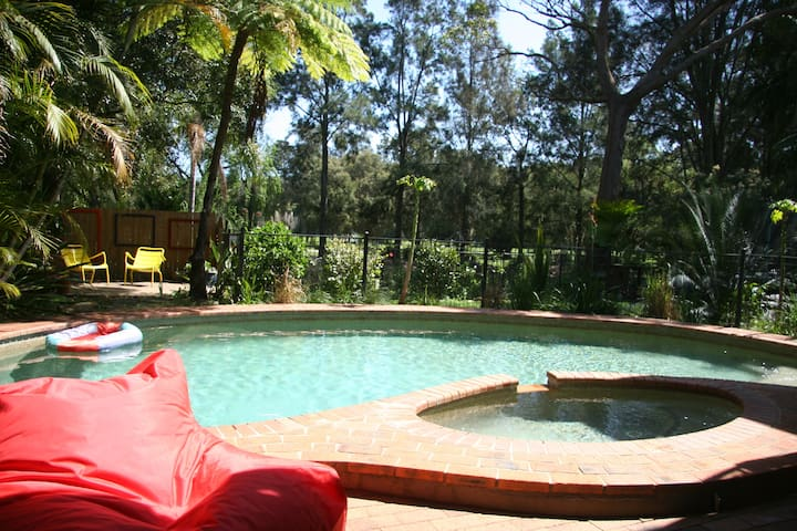 2 bedroom + swimming pool and golf course access. - Mona Vale - Daire