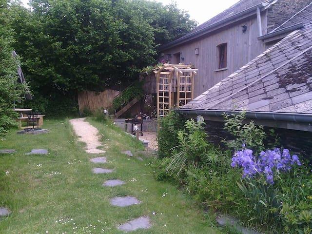 Entrée du Gîte par le jardin