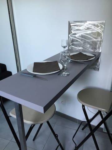 Table rabattable dans la pièce de vie