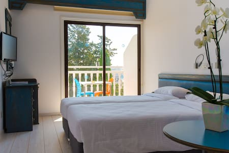 Standard Twin bedded room (208) - Limassol
