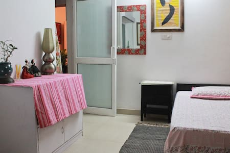 Room type: Shared room Property type: Bed & Breakfast Accommodates: 2 Bedrooms: 1 Bathrooms: 1