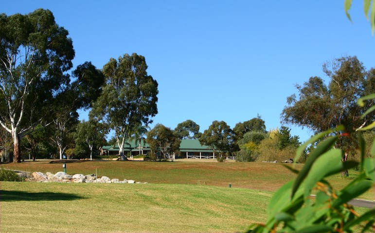 Deluxe Twin Room With Mountain View - Middle Dural - Bed & Breakfast