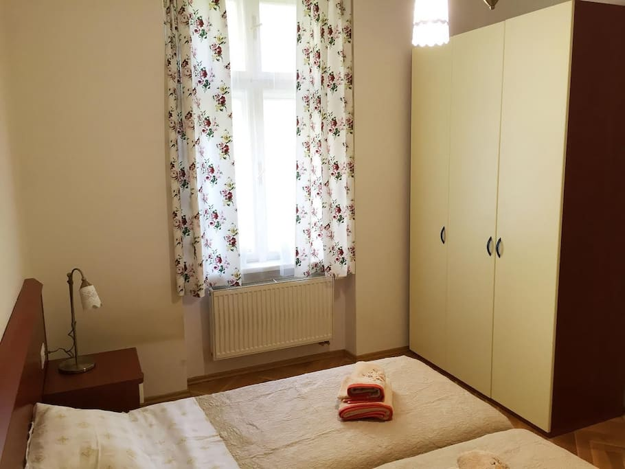 Большой просторный шкаф вместит все ваши вещи. В шкафу находятся теплые одеяла, утюг и гладильная доска.