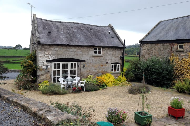 Picturesque Welsh stone cottage. - Cymau - Casa