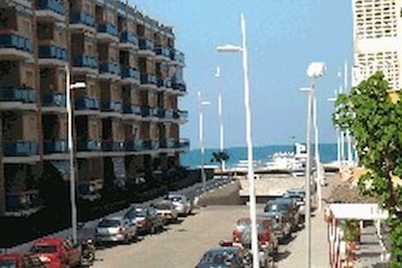 Spacious 2nd beach line w/seaviews