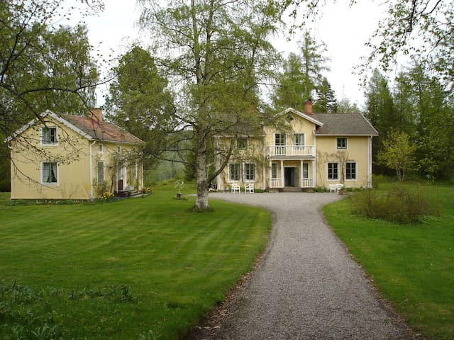 The manor with the main building / Herrgården