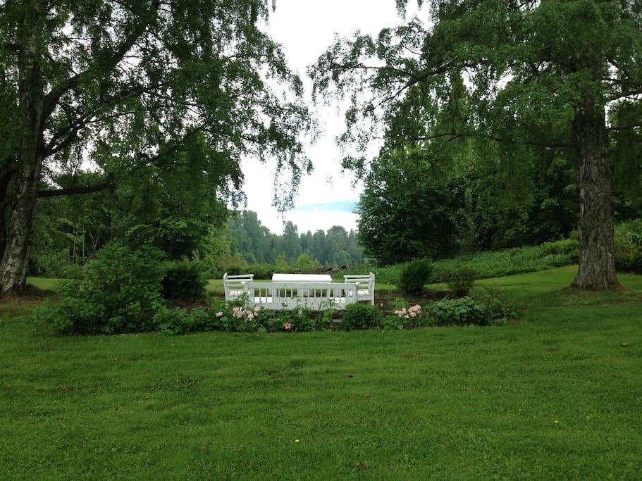 Terrace in the park / Terass i trädgården