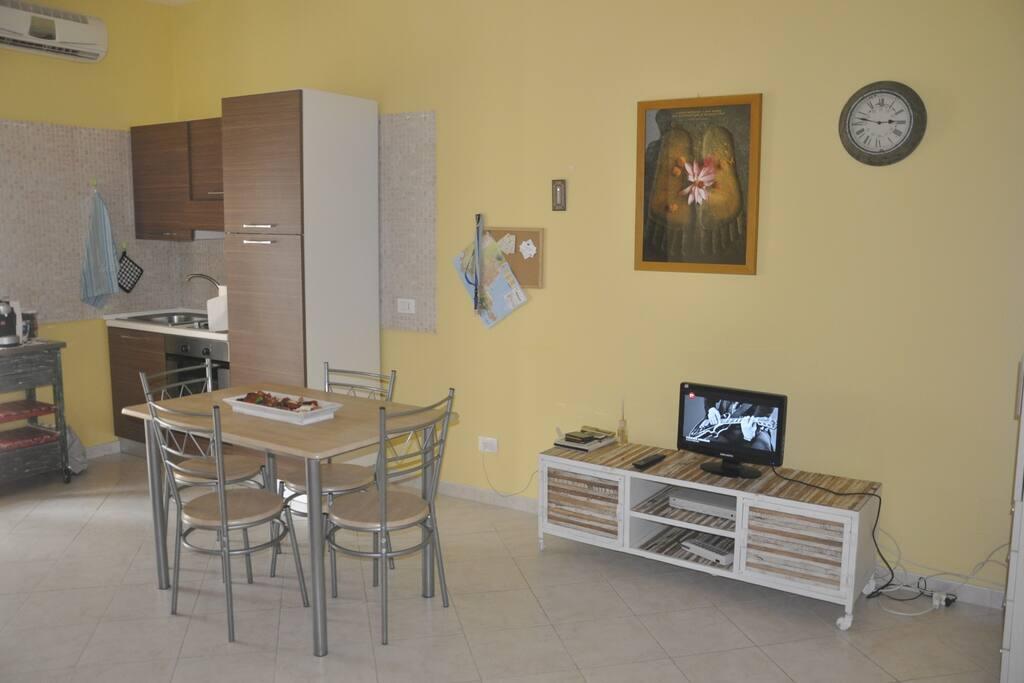 Zona pranzo/soggiorno - Lunch Area/Living area