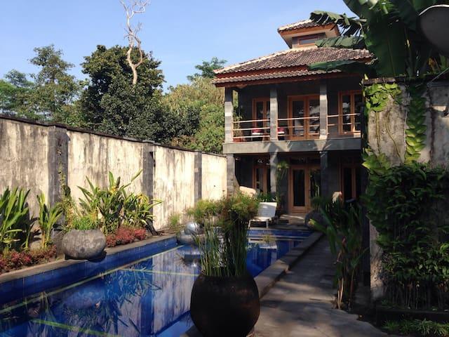 ::apriliasVILLA:: - Yogyakarta - Vila