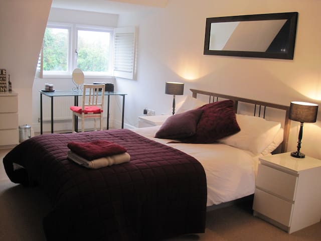 Double room short walk to centre - Royal Tunbridge Wells - Huis