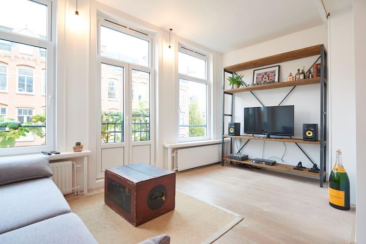 Spacious apartment next to Jordaan