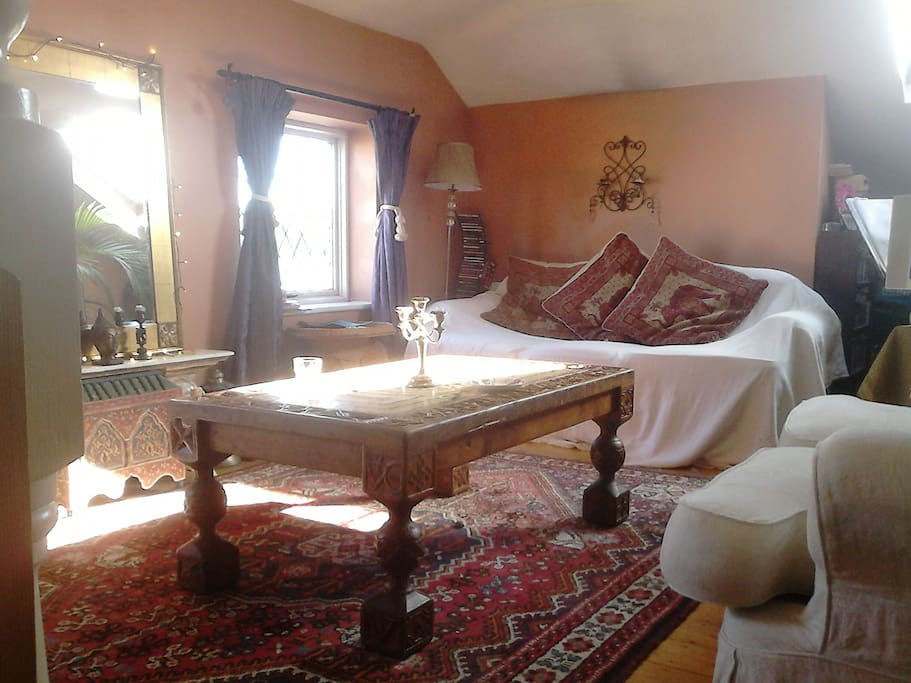 Exclusive use of Living room adjacent to bedroom/ensuite bathroom